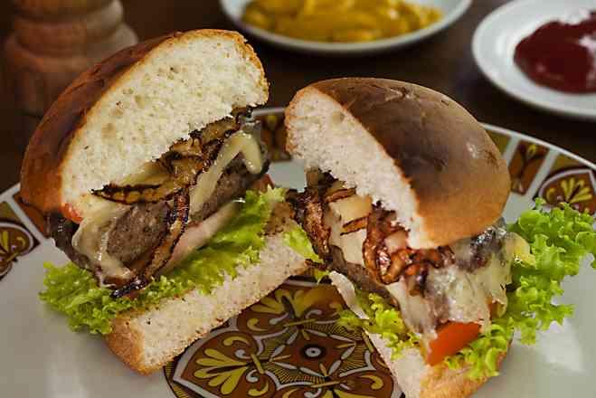 Novidade - Hambúrguer de Kafta c/ Molho Sírio
