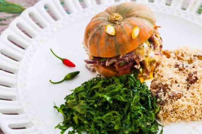 2 Quentinhas Serve 2 Pessoas Deliciosa Mini Moranguinha Recheada de Carne Seca