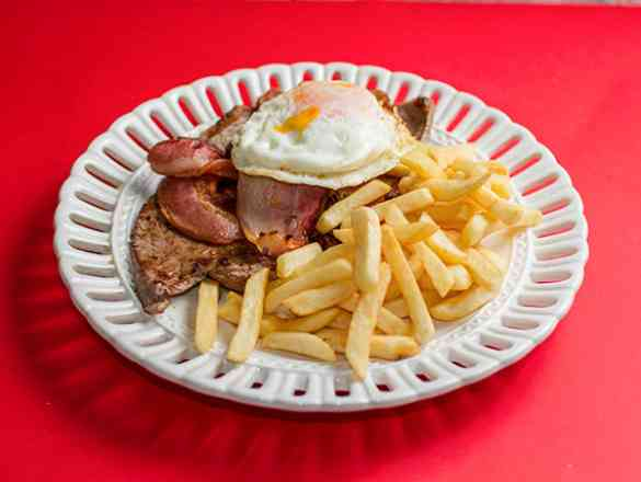 Contra Filé ´´Baladeiro`` (Com Ovo Frito,Bacon, e Batata Frita)