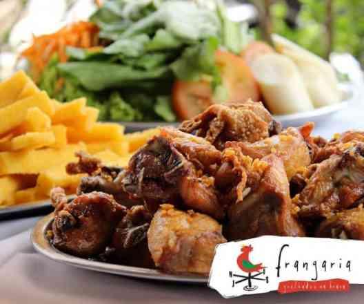 Combo Frango à Passarinho + Salada Mista + Mandioca Frita - Meio