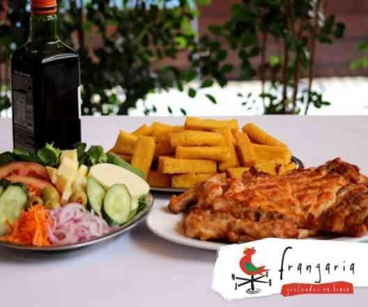 Combo Frango Desossado + Salada Mista + Polenta Frita - Meio